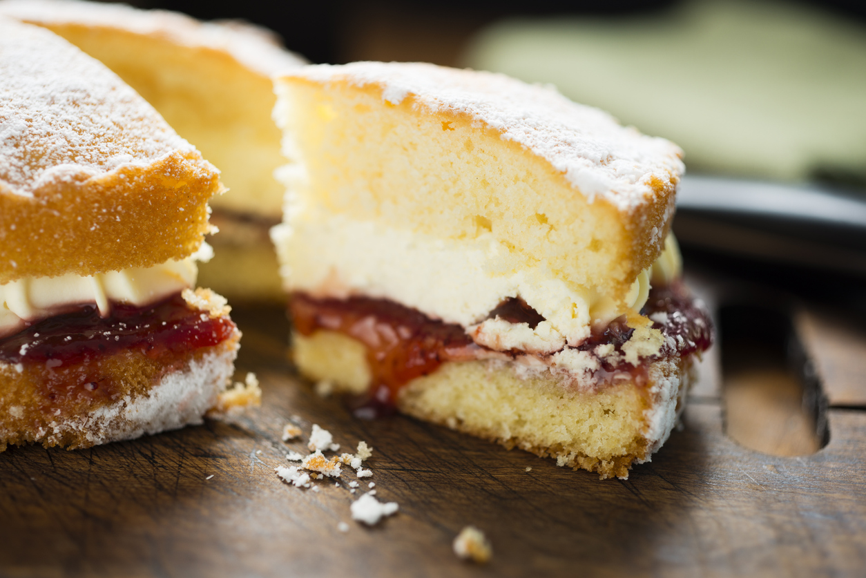 How long to cook victoria sponge cake