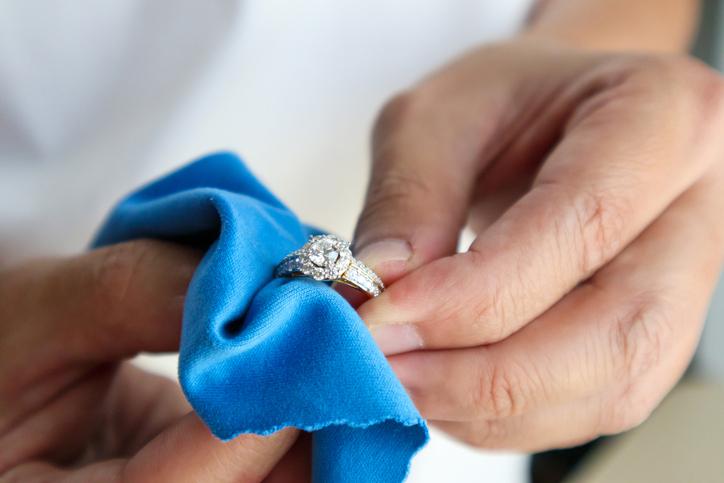 polishing a ring
