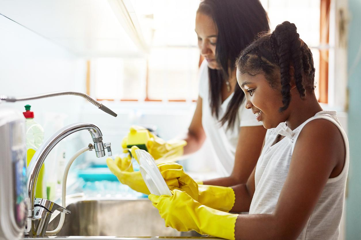 Kids doing the washing up